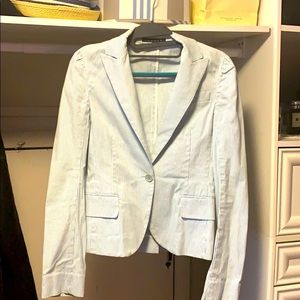 Summer light jacket with one button.